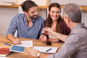 Using a Home Builder's Lender Vs. an Independent Mortgage Broker